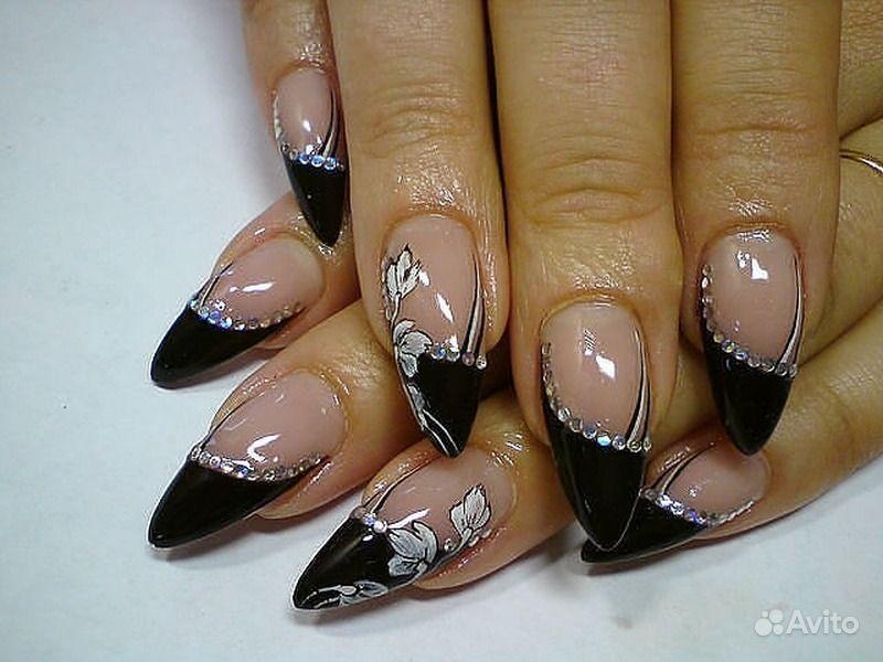 Яркий лиловый лак для ногтей