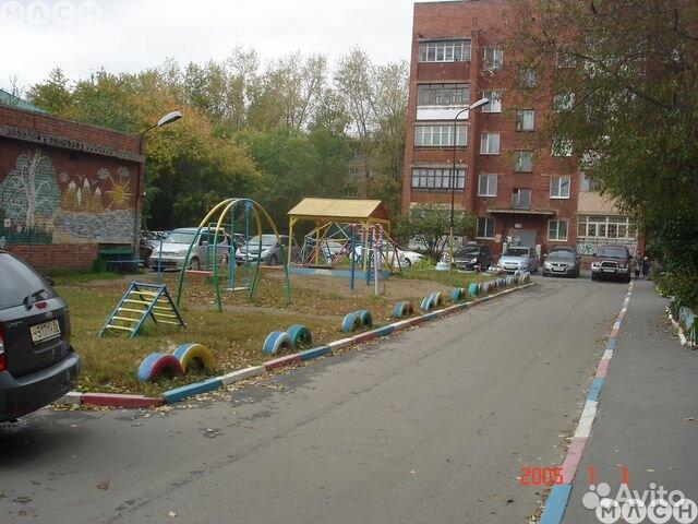 Продается трехкомнатная квартира за 2 550 000 рублей. Амурский поселок, Омск, 2-я Барнаульская улица, 12.