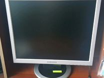 Компьютерный стол и компьютер