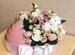 Букет цветов в коробке люльке на выписку